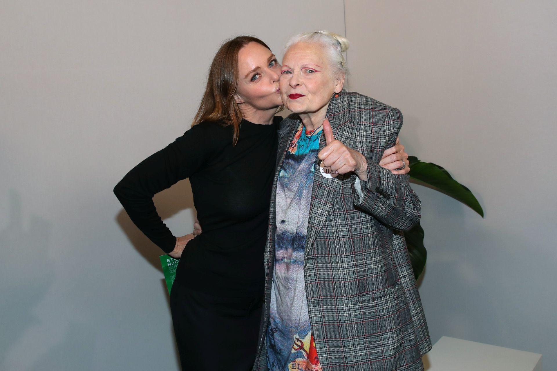 Stella McCartney és Vivienne Westwood 2019-ben, Párizsban.
