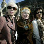 Annie Lennox, Vivienne Westwood és Bianca Jagger egy londoni tüntetésen.