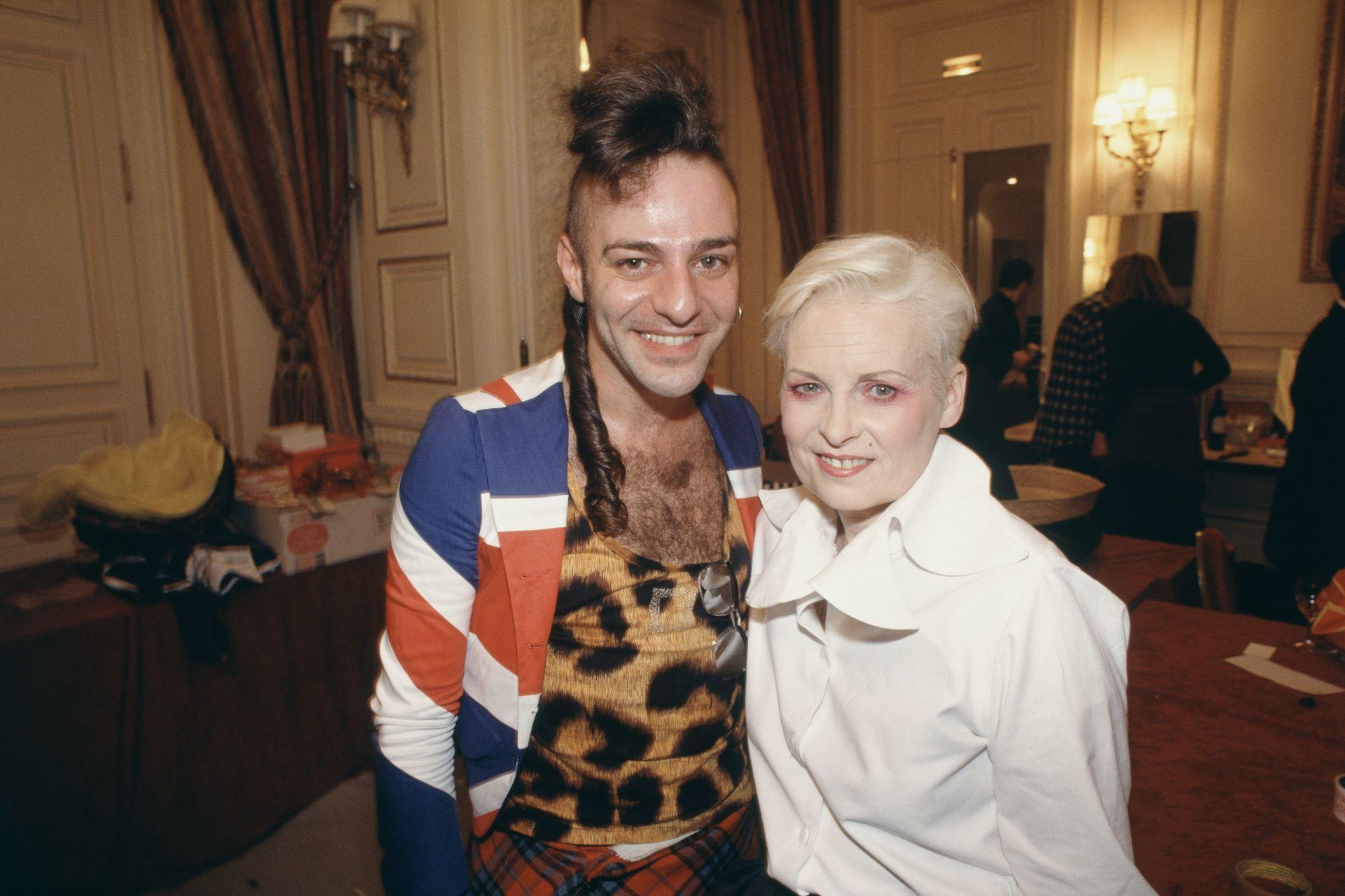 John Galliano és Vivienne Westwood 1993-ban.