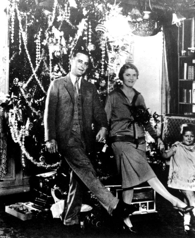 Scott Fitzgerald, Zelda Fitzgerald és lányuk Scottie, 1926. (Fotó: Photo12/Universal Images Group via Getty Images)
