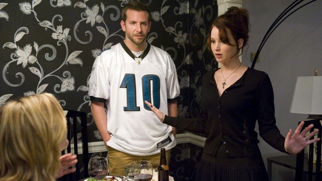 Jennifer Lawrence a Napos oldalban (Silver Linings Playbook) egy rendőr özvegyét alakítja. 21 éves volt a szerep idején, amiért 2012-ben Oscar-díjat is kapott.