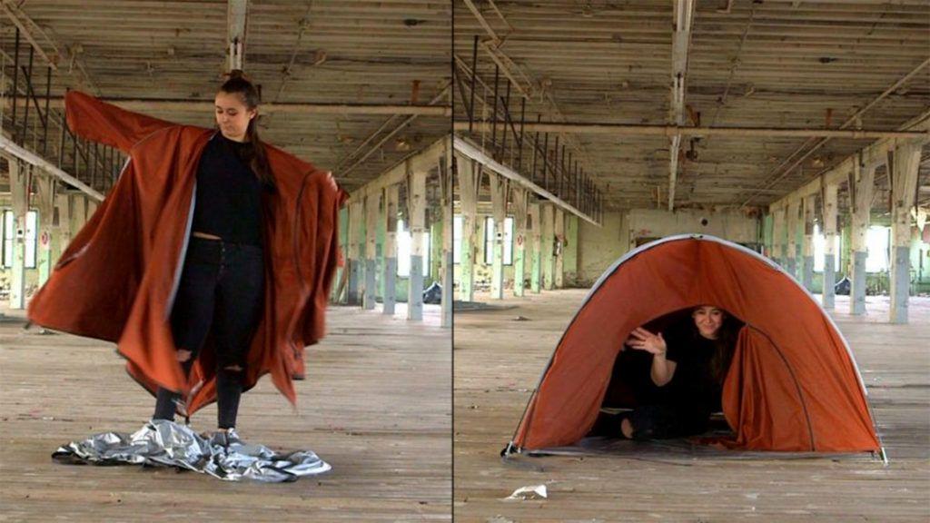 Sátorrá alakítható kabáttal segíti a menekülteket egy fiatal tervező