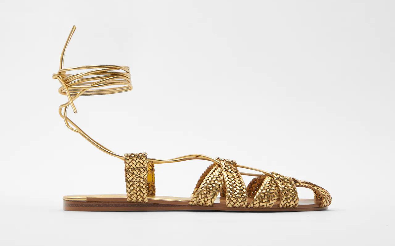 Arany színű fonott saru - Zara