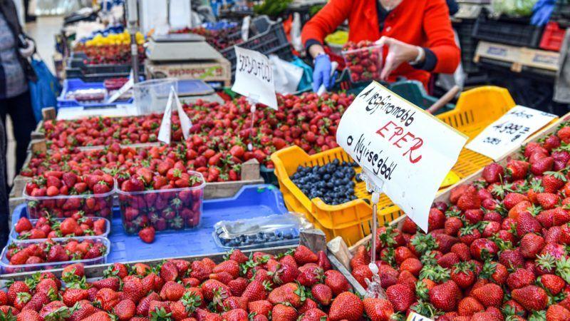Zöldséges a debreceni Nagypiacon