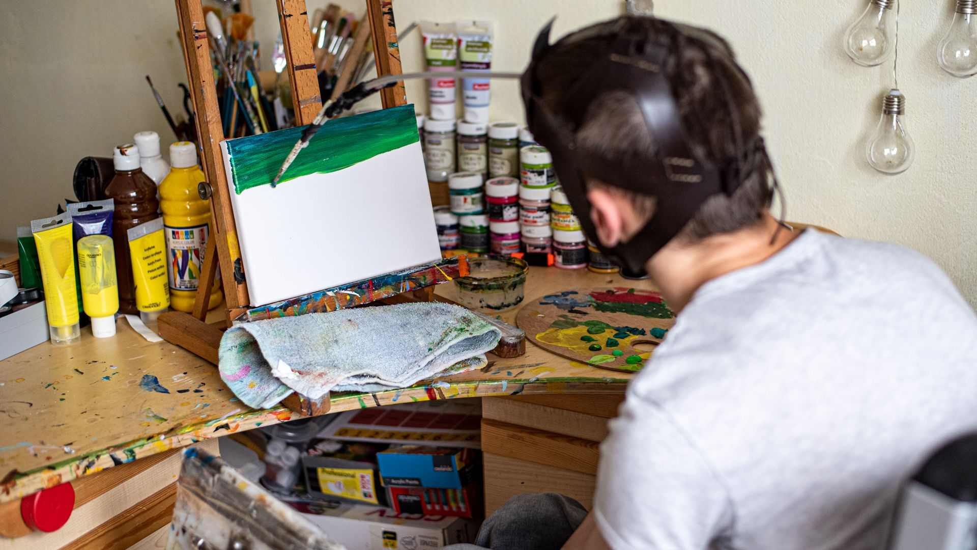 Fecó kerekesszékes, de a fejével is képes festeni