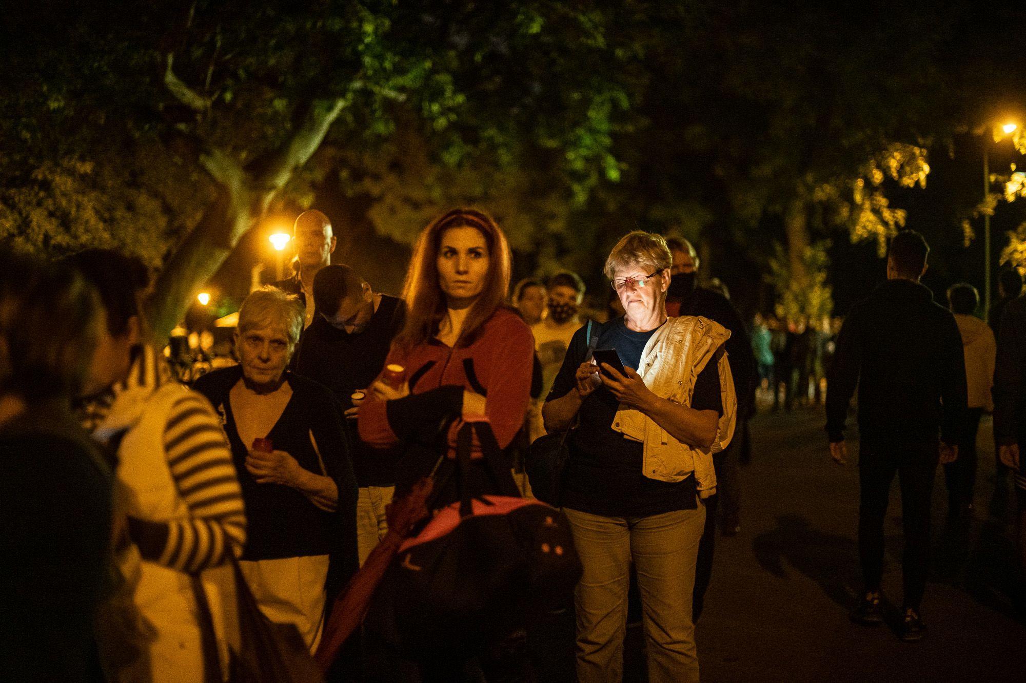 Este tízkor is gyűlt a tömeg (fotó: Neményi Márton)