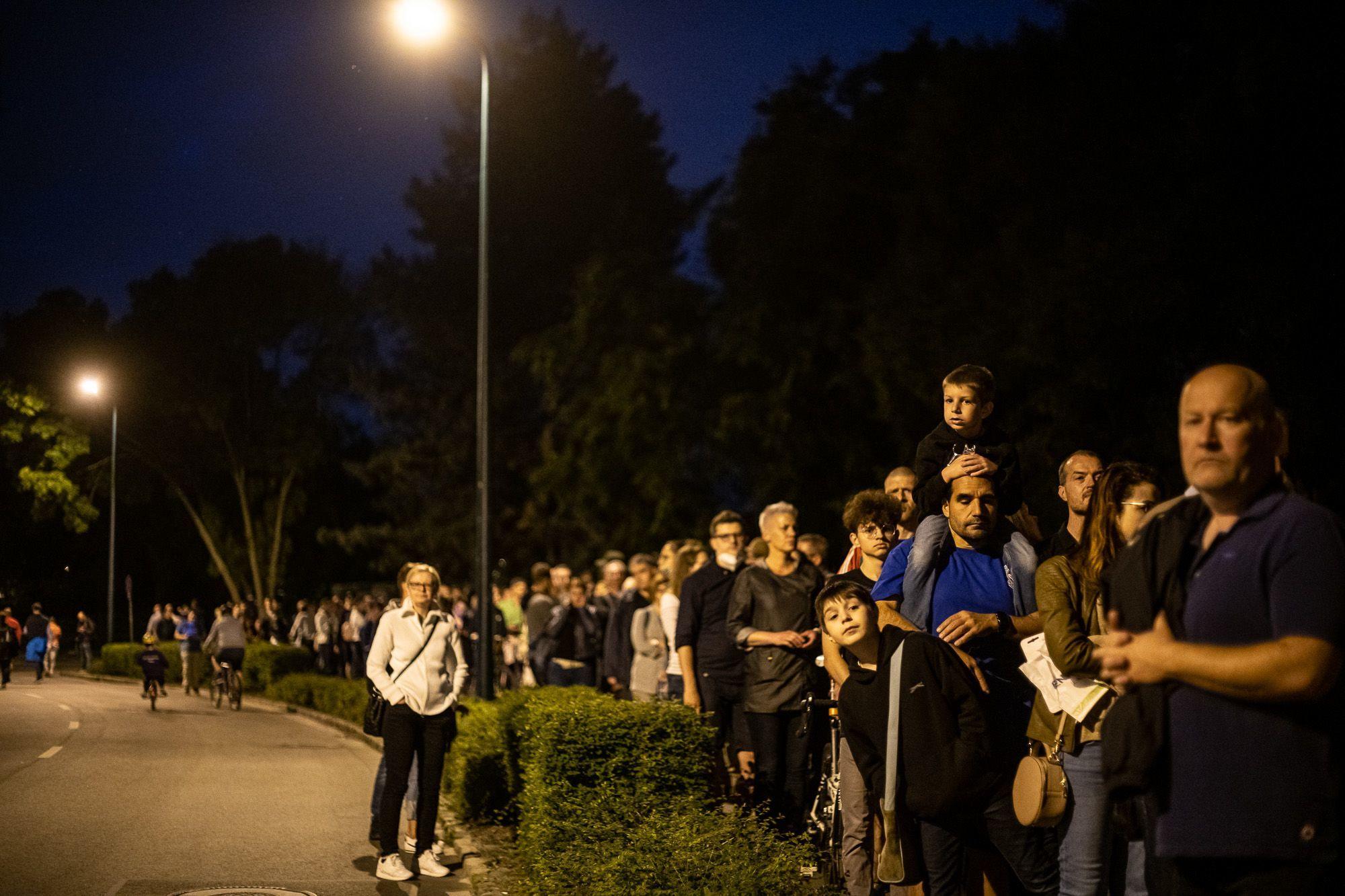 A sor egészen a Margitsziget bejáratáig állt (fotó: Neményi Márton)