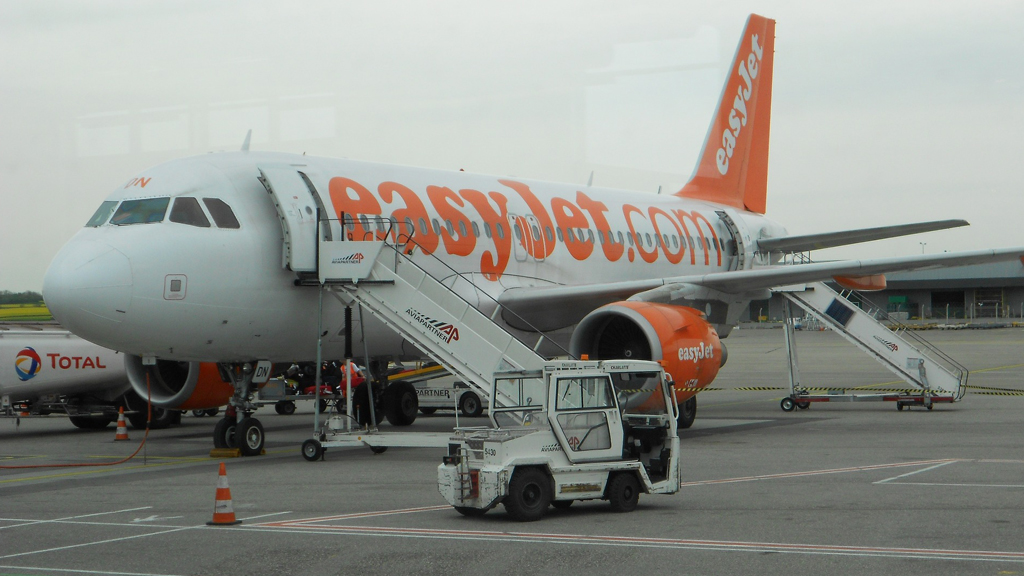 Az easyJet gépe várja az utasait