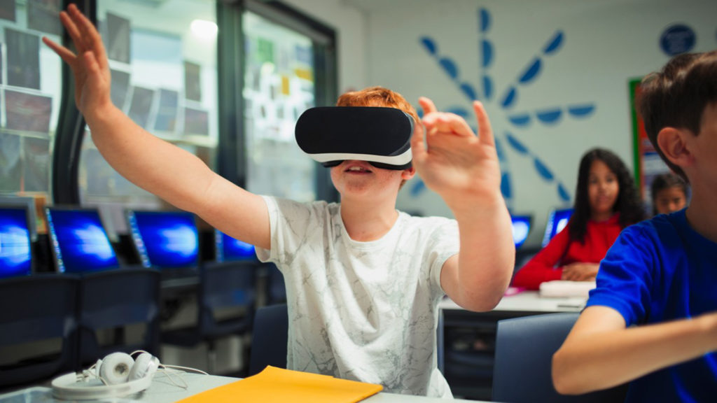 Bemutatták a FAcebook virtuális valóság szemüvegét