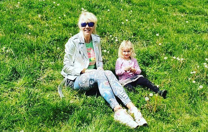 Fejős Éva és a kislánya, Linda