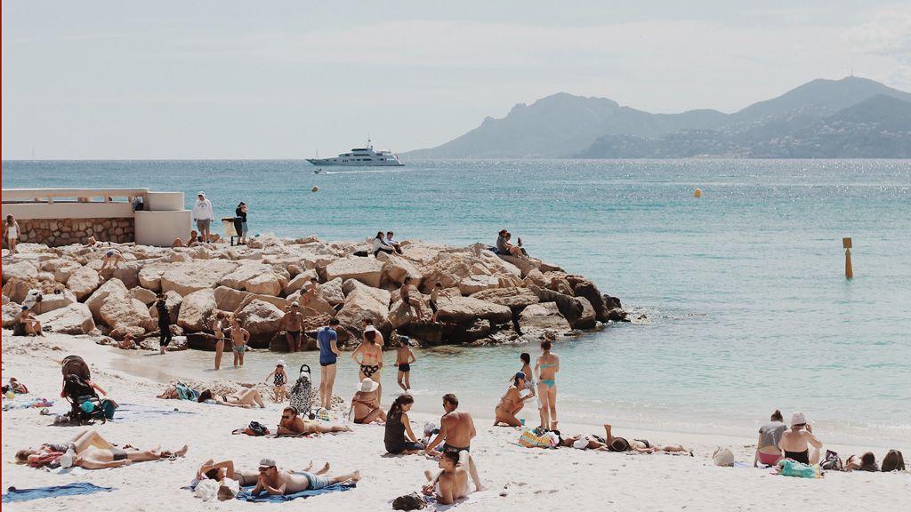 Strandolók a Riviérán