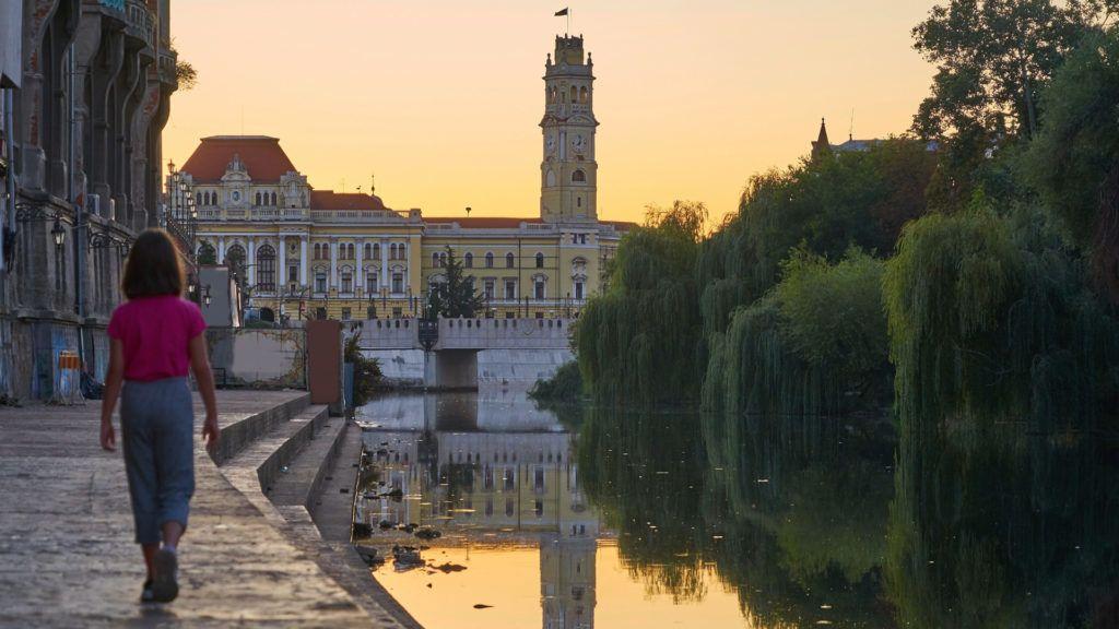 A Sebes-Körös és a Városháza