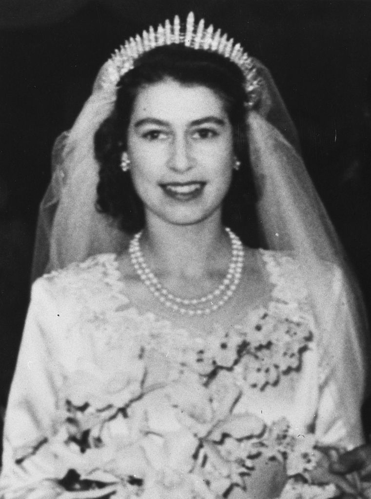 Az esküvőjén is gyöngysort viselt