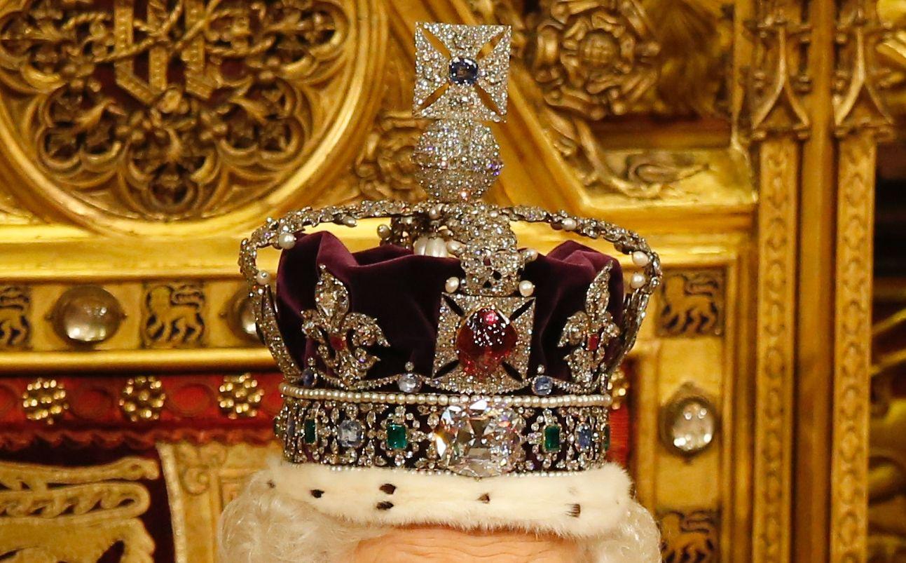A Koh-i-Noor gyémánt II. Erzsébet koronáján