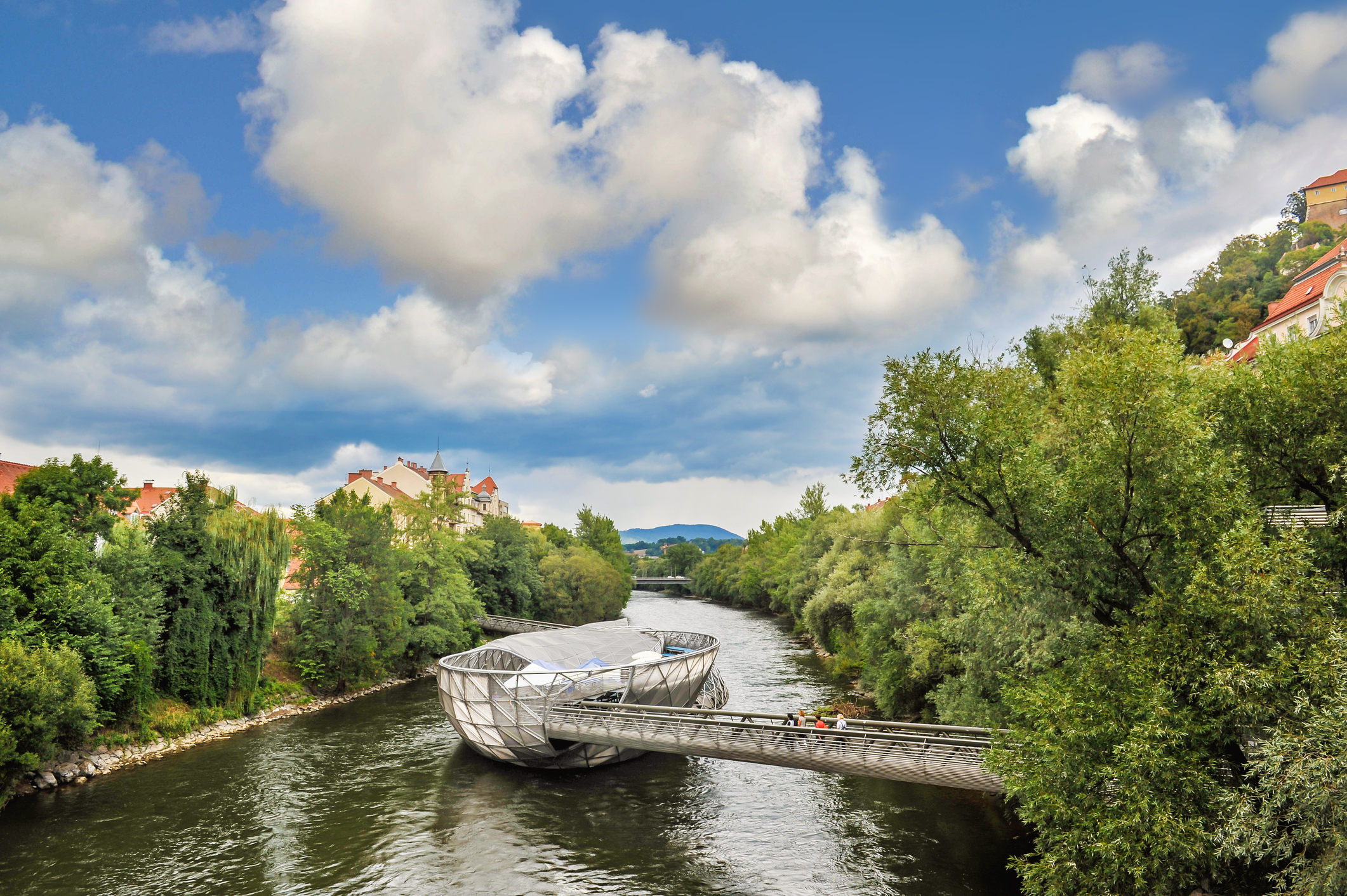 Mura folyóra épített mesterséges sziget, a Murinsel