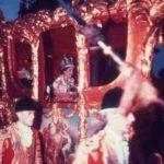 A koronázás után hintóval ment a Buckingham palotába a Westminster apátságból II. Erzsébet