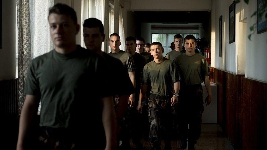 Növelnék a magyar katonaiskolák számát, hogy legyen a honvédelemnek utánpótlása.