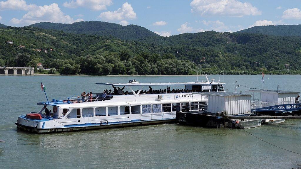 Turistákat szállító hajó a nagymarosi kikötőben - Fotó: MTI - MTVA/Bizományosi: Nagy Zoltán