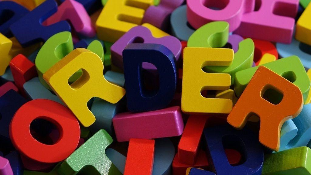 3 nyelv ábécéjét is ismeri a 4 éves brit csodagyerek.