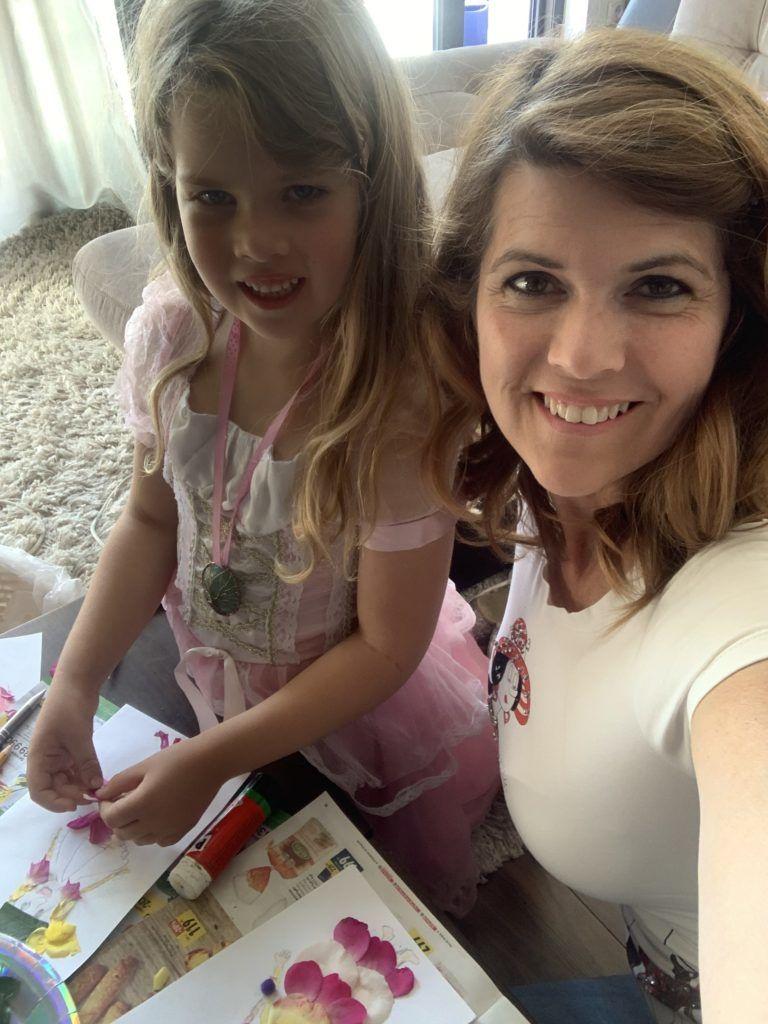 Jaksity Kata a hatéves lányával, Jázminnal