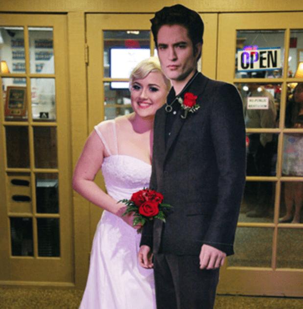Lauren Adkins és Robert Pattinson kartonbábuja