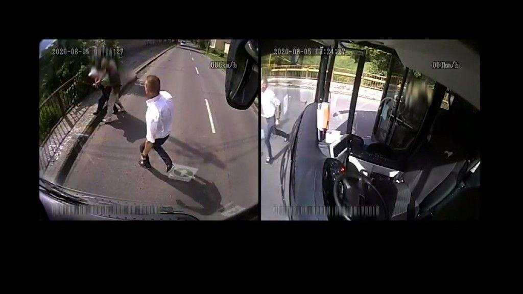 A rabló nyomába ered a hős miskolci buszsofőr (részlet az esetről készült videófelvételből)