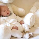 Vilmos luxemburgi trónörökös fia édesen alszik
