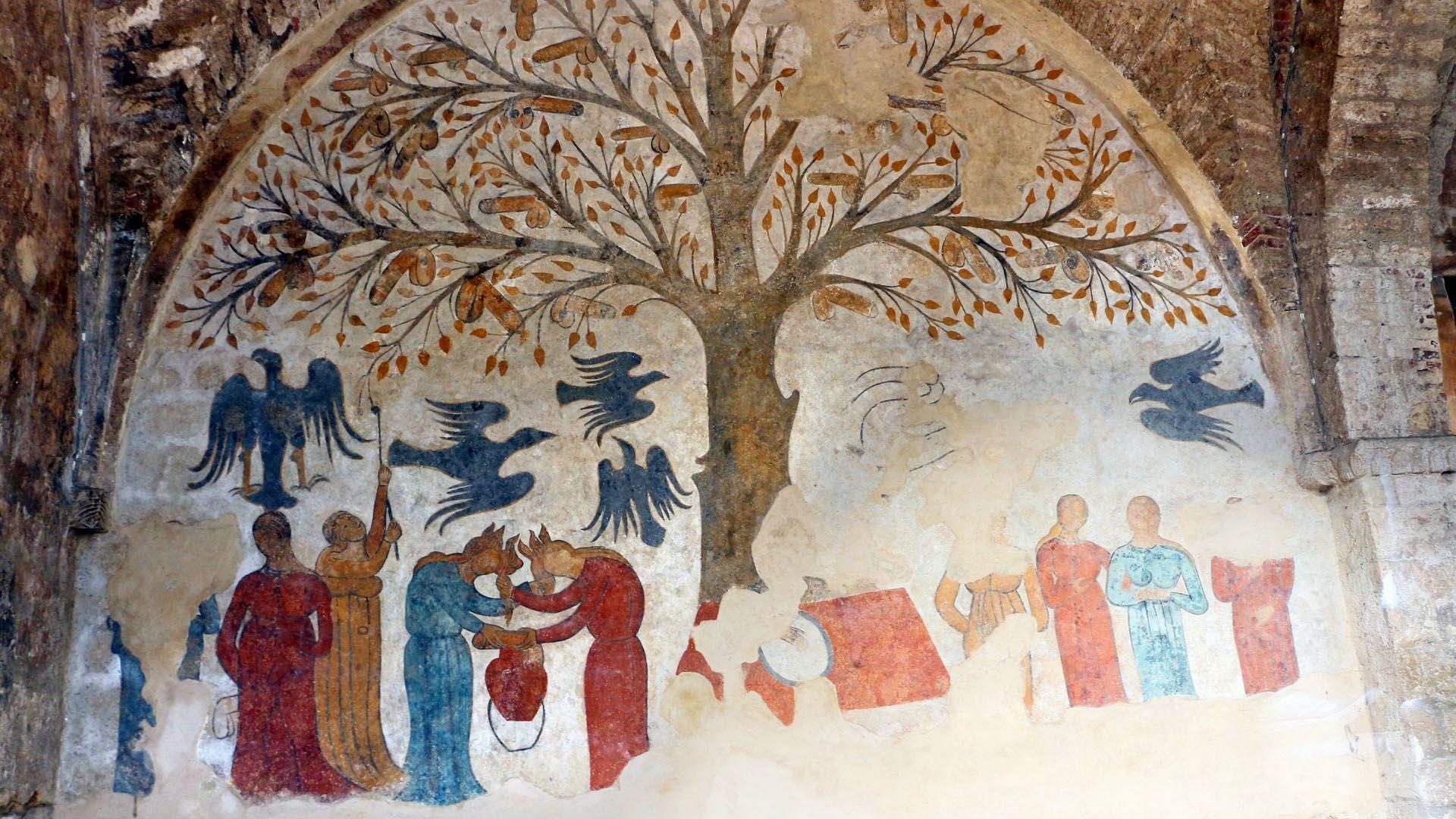 Péniszfa körül gyűlnek a hívők a festményen