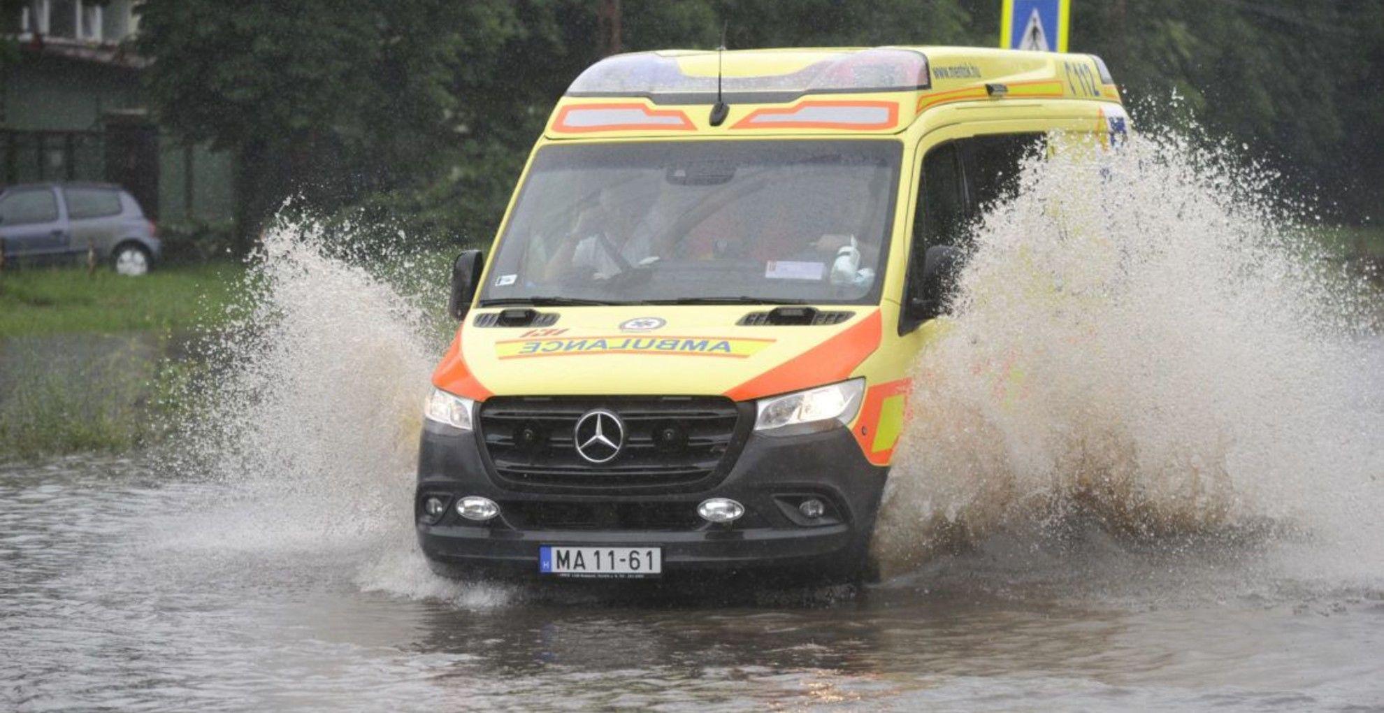 Egerben 45-en lettek otthontalanok a vihar miatt.