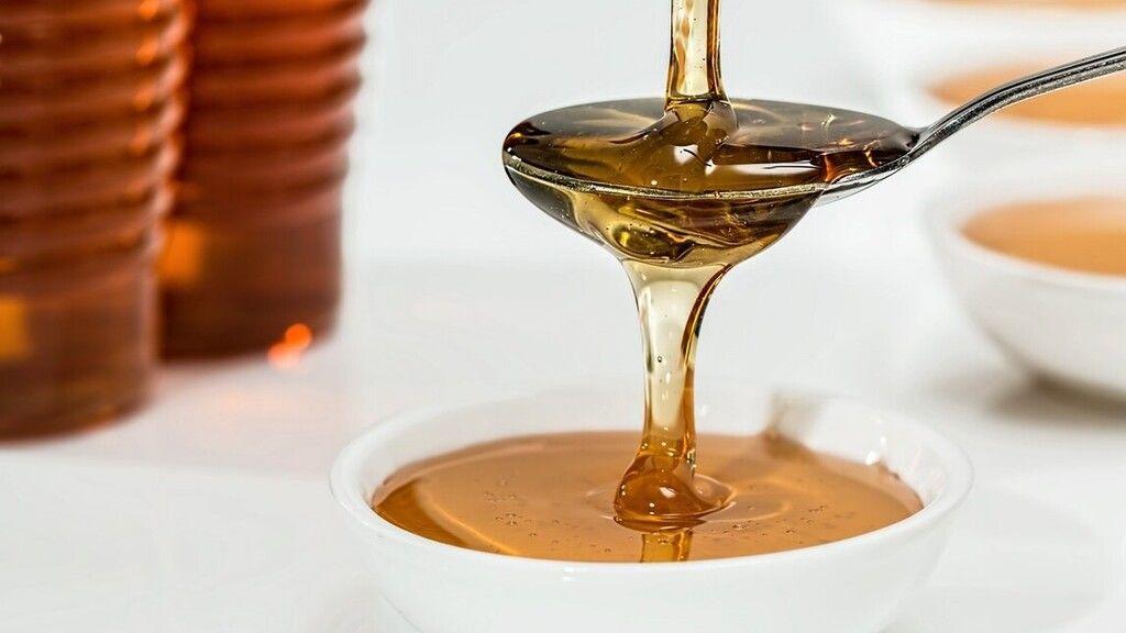 Aranyáron mérik a mézet (Fotó: Pexels.com)