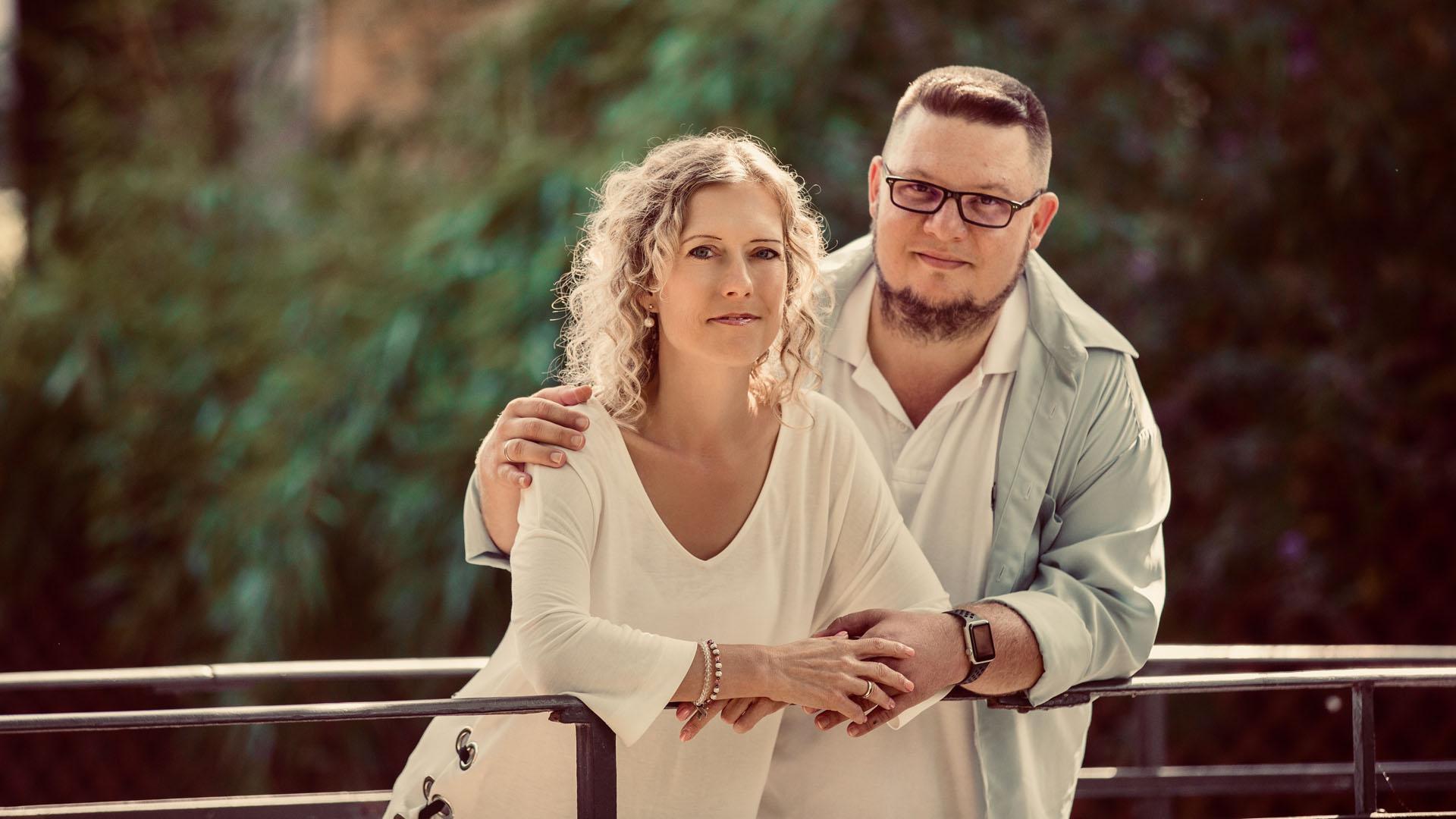 Szkizofréniája teljes történetét írta meg új könyvében Oravetz Dani és felesége, Dóri