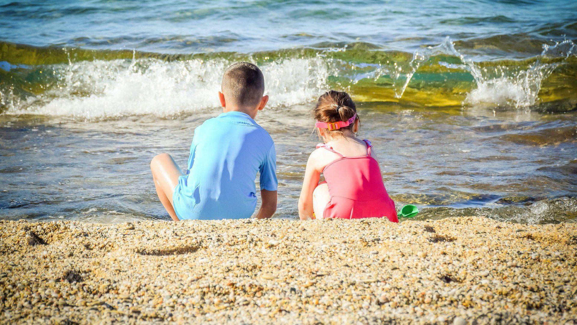 gyerekek tengerpart nyaralás