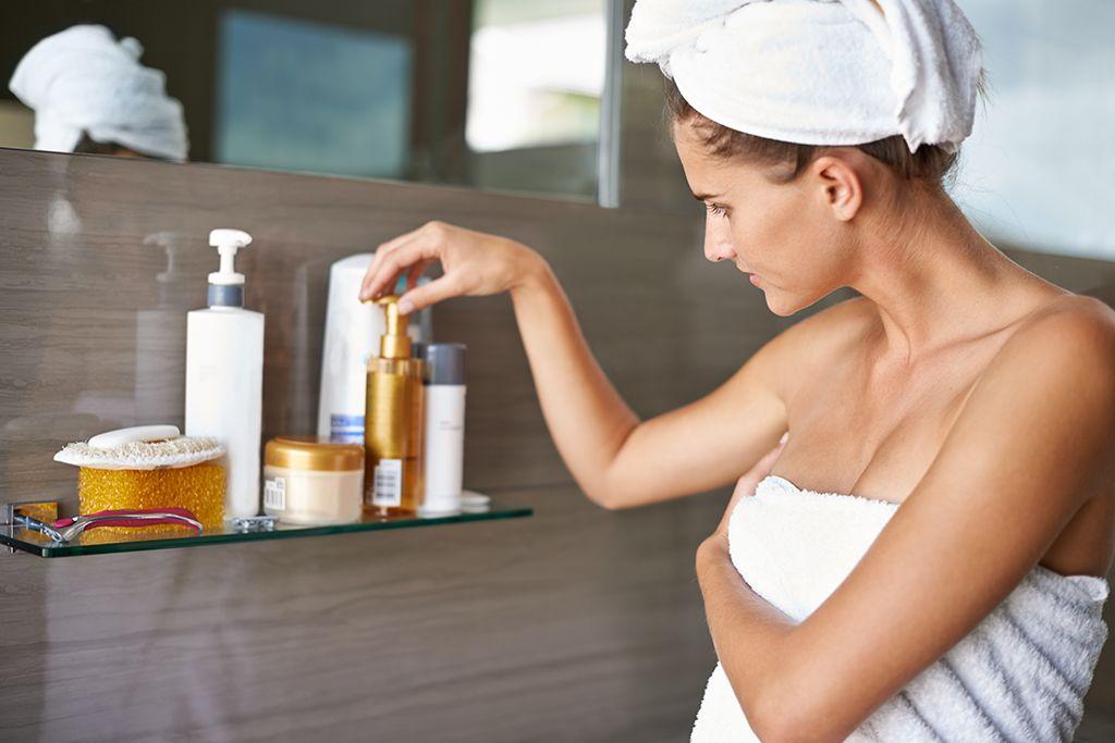 Önbarnító használata előtt fontos, hogy hámlasszunk és bőrünk megfelelően hidratált legyen.