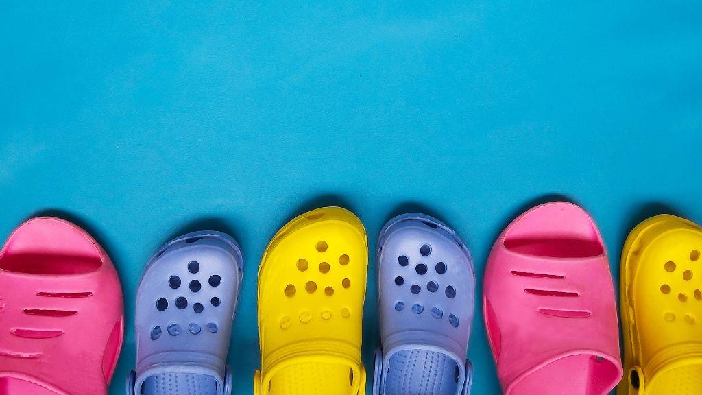 Újra divatba jönnek a Crocs papucsok?