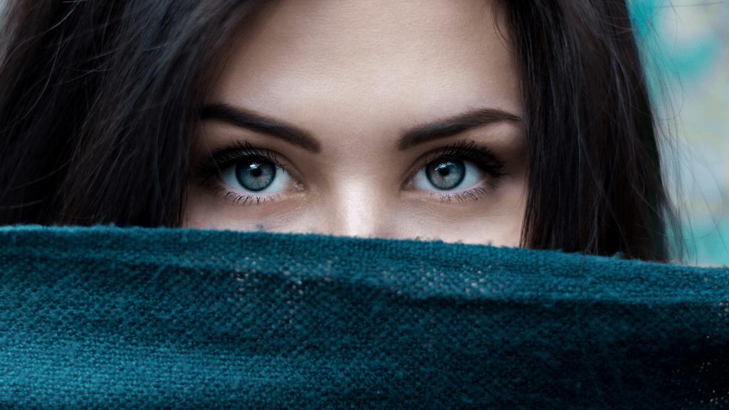 Házi praktikák a szem alatti sötét karikák eltüntetésére