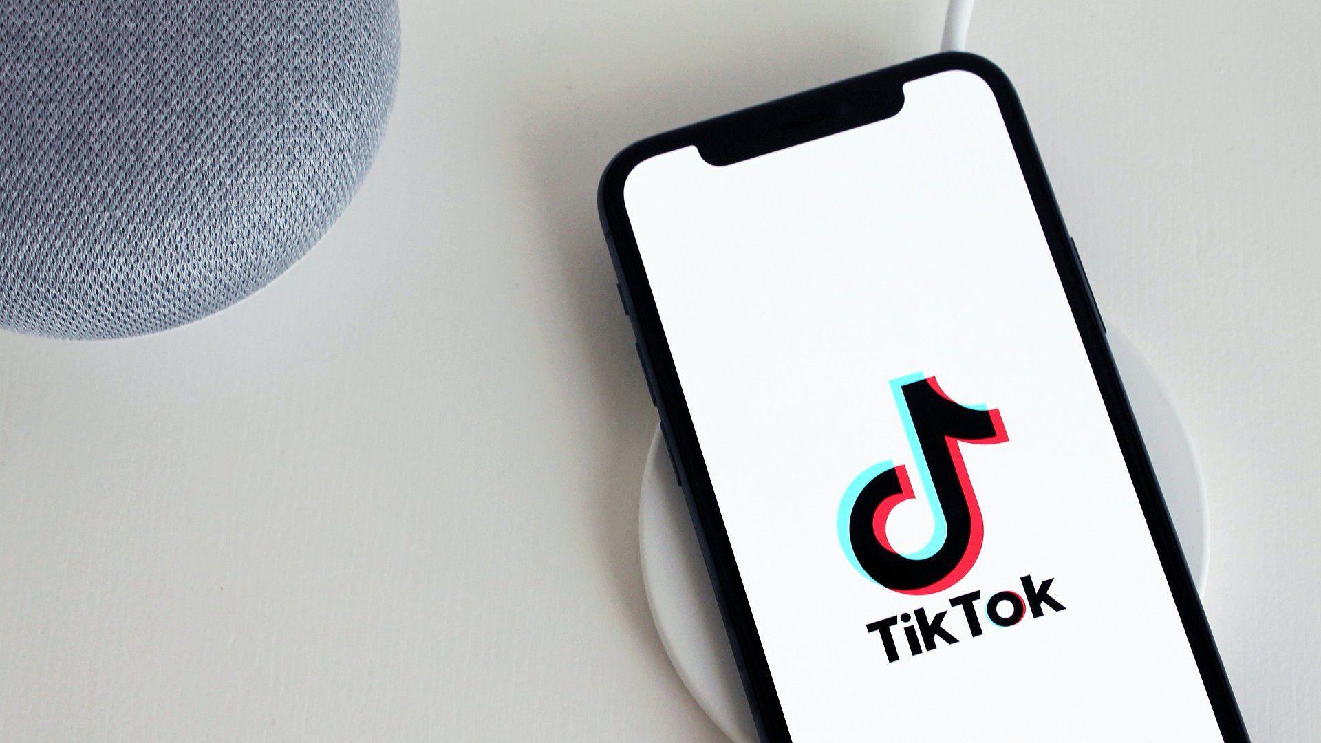 TikTok alkalmazás egy okostelefonon