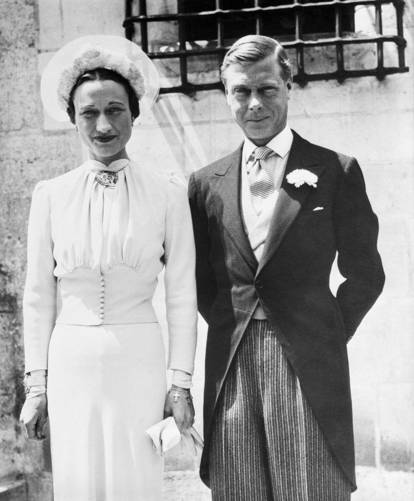 Wallis Simpson és VIII. Eduárd brit király esküvőjük napján a franciaországi Monts-ban. Az esküvőt a Chateau De Cande-ban tartották, 1937. június 3.-án.