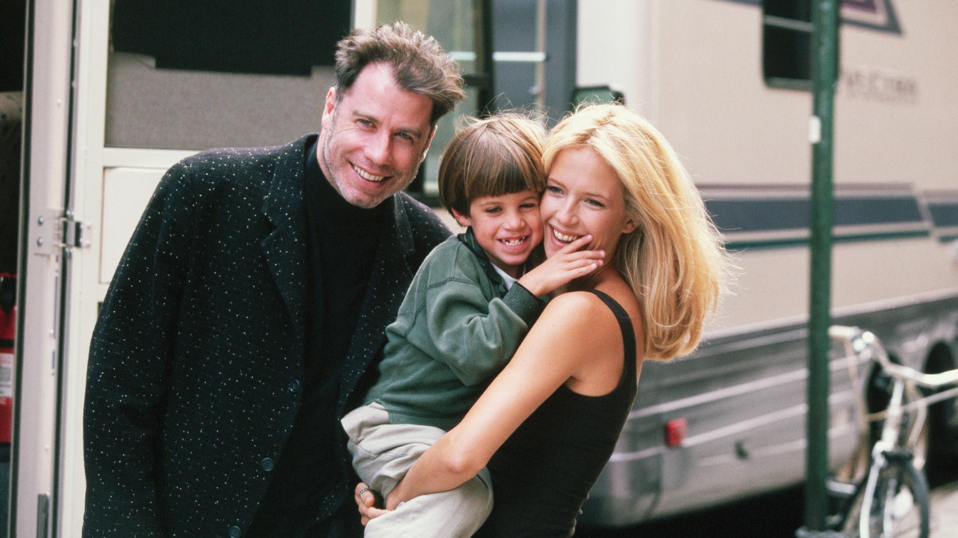 John Travolta és Kelly Preston a Meglesni és megszeretni forgatásán, kisfiukkal Jettel