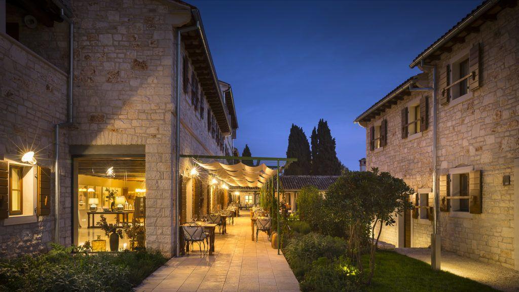 Akár mediterrán kisváros is lehetne a horvát luxushotel
