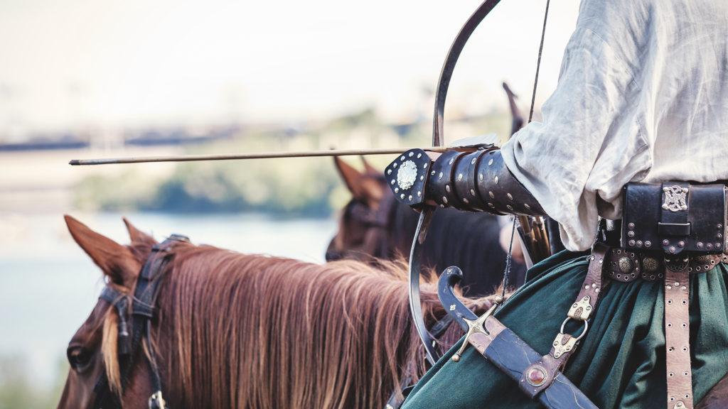 Véletlenül hasbalőtt egy nézőt egy lovasíjász