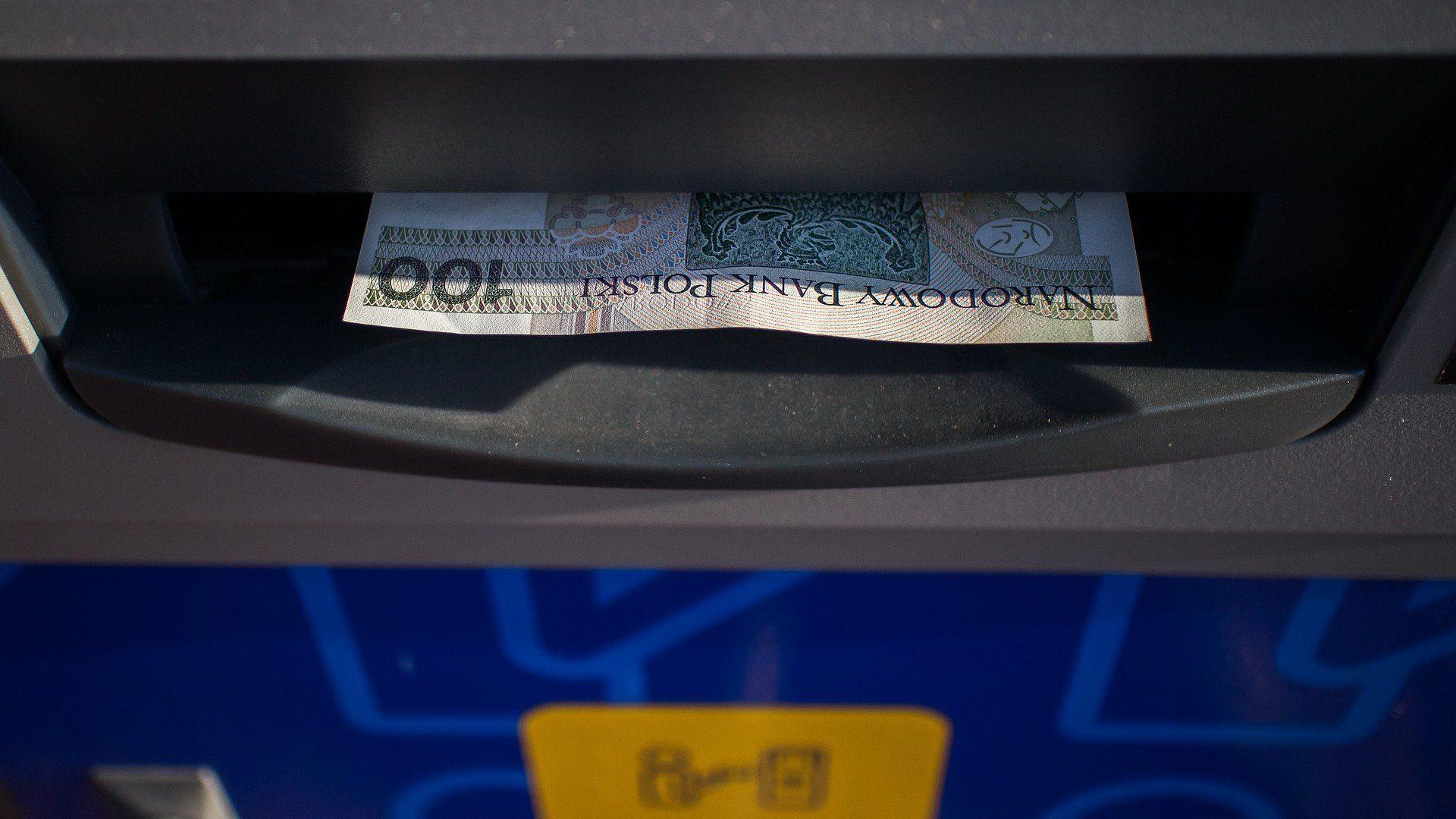 Bankjegy egy ATM bankautomatában