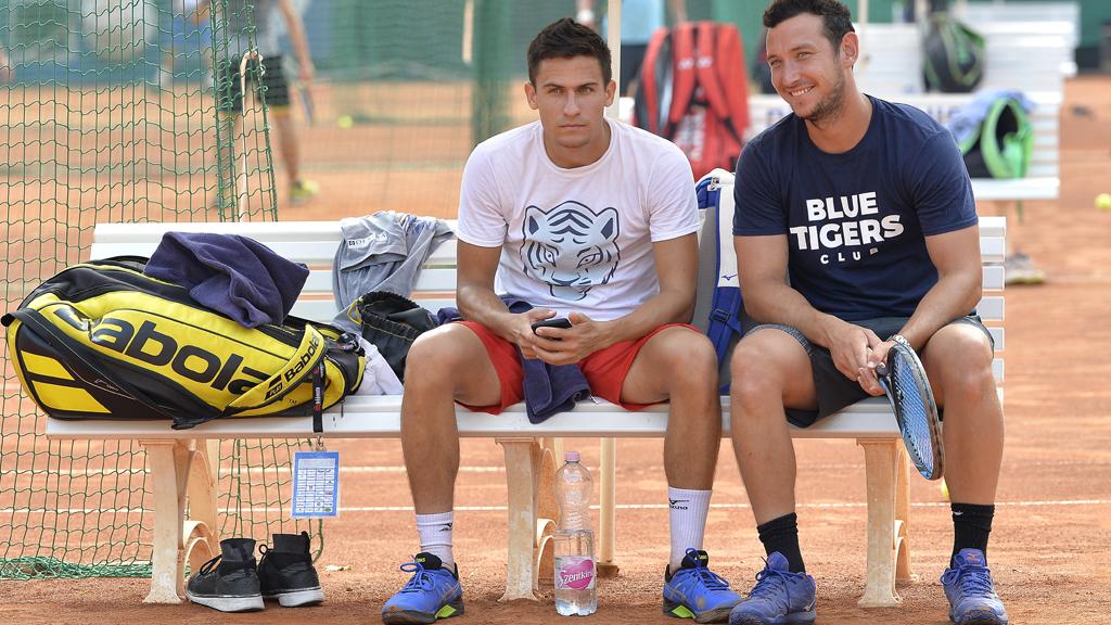 Balázs Attila teniszezõ (b) és Borsos Olivér, a Budai Tenisz Centrum sportigazgatója a XII. kerületi Budai Tenisz Centrumban 2019. augusztus 7-én. (Fotó: MTI/Illyés Tibor)
