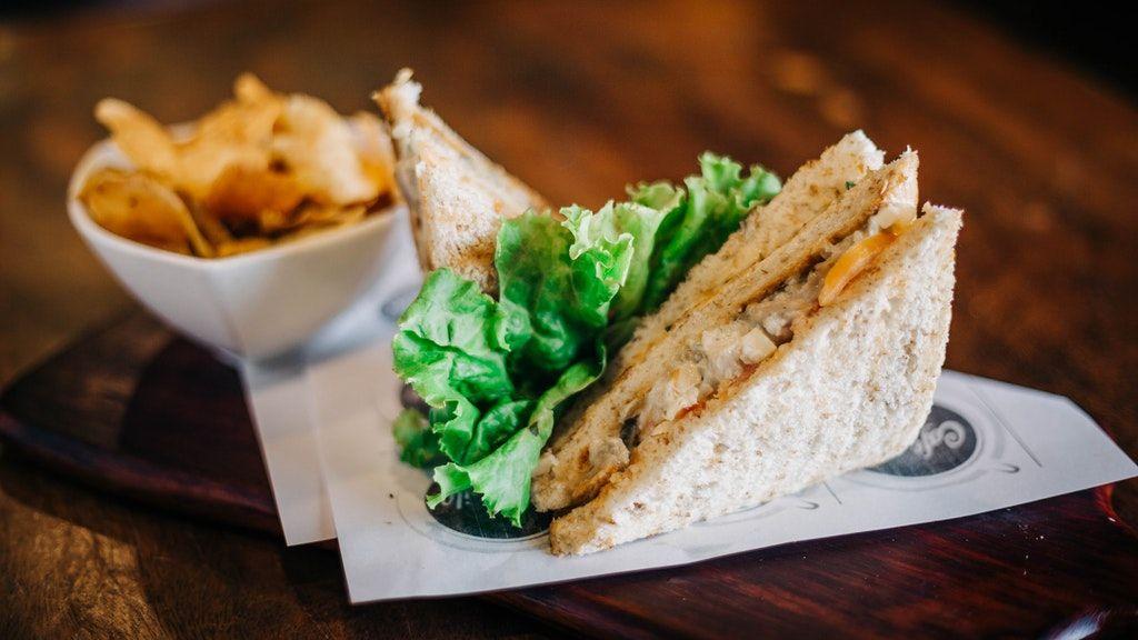 Koronázási csirke szendvicsben (Fotó: Pixabay)