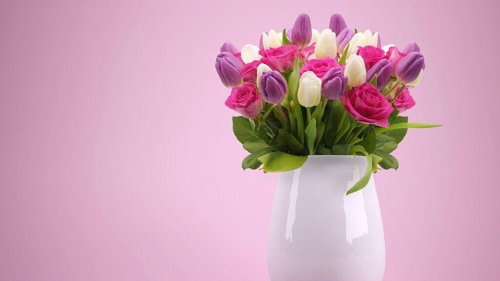 Fehérhez halvány rózsaszín és lila is illik