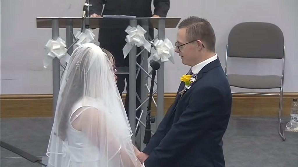 A down-szindrómás pár esküvőjét eddig 12 ezren látták.