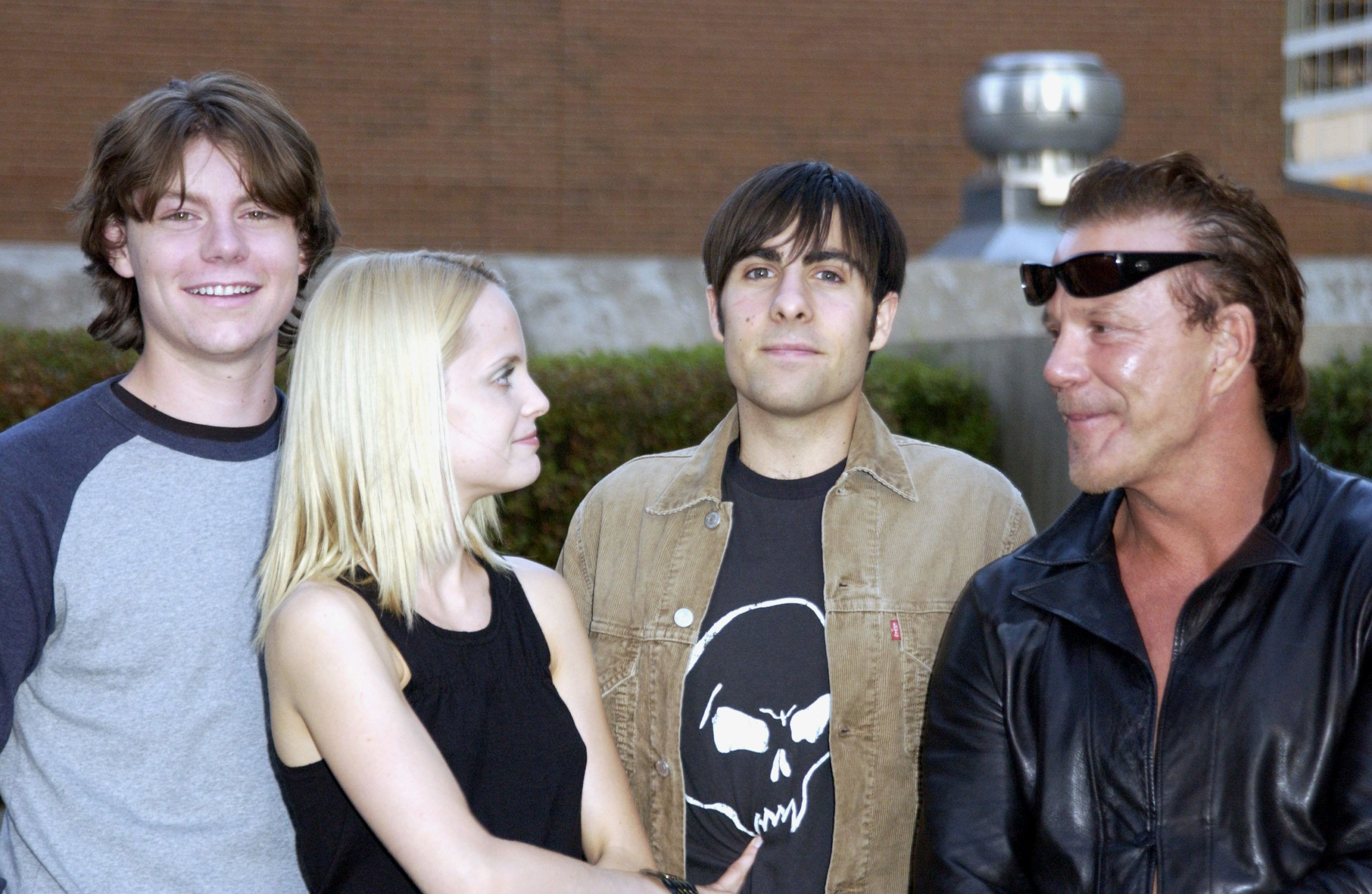 Mickey Rourke és ifjú kollégái a Por világpremierjén Torontóban (Photo by J. Vespa/WireImage)