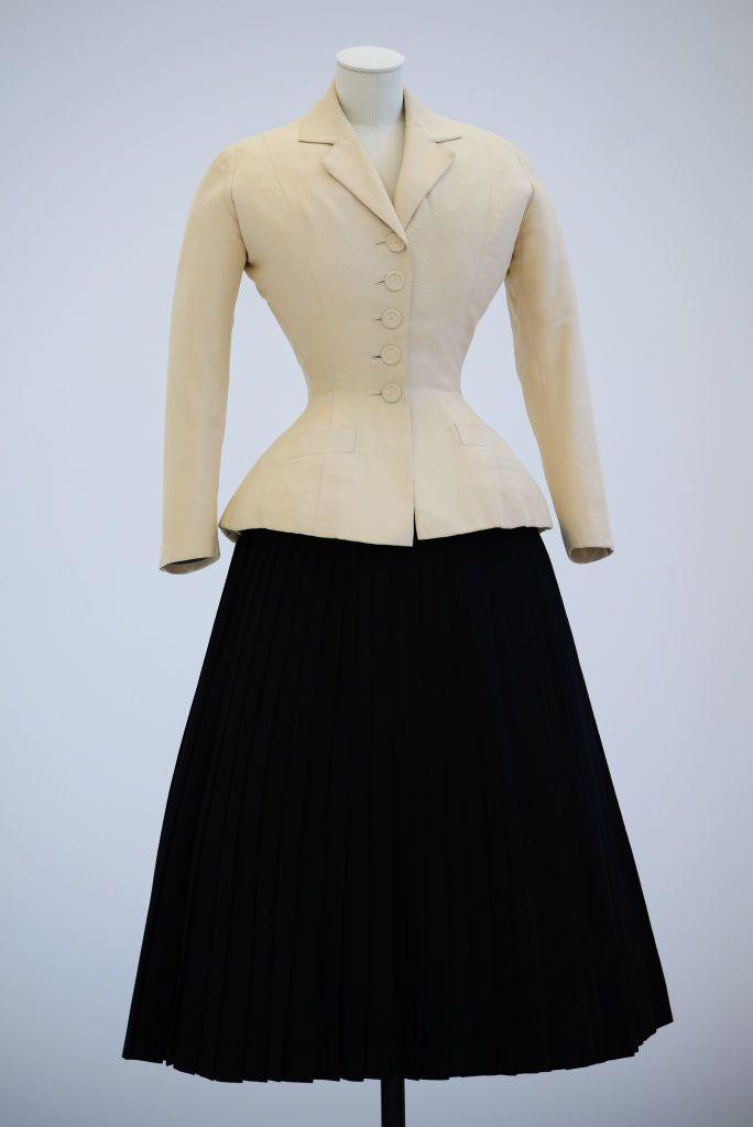 Egy ikonikus összeállítás Dior 1947-es tavaszi-nyári kollekciójából
