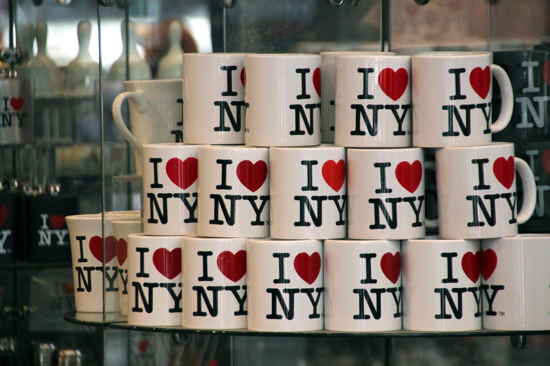 Az ember, aki az I ♥ NY logó mögött van