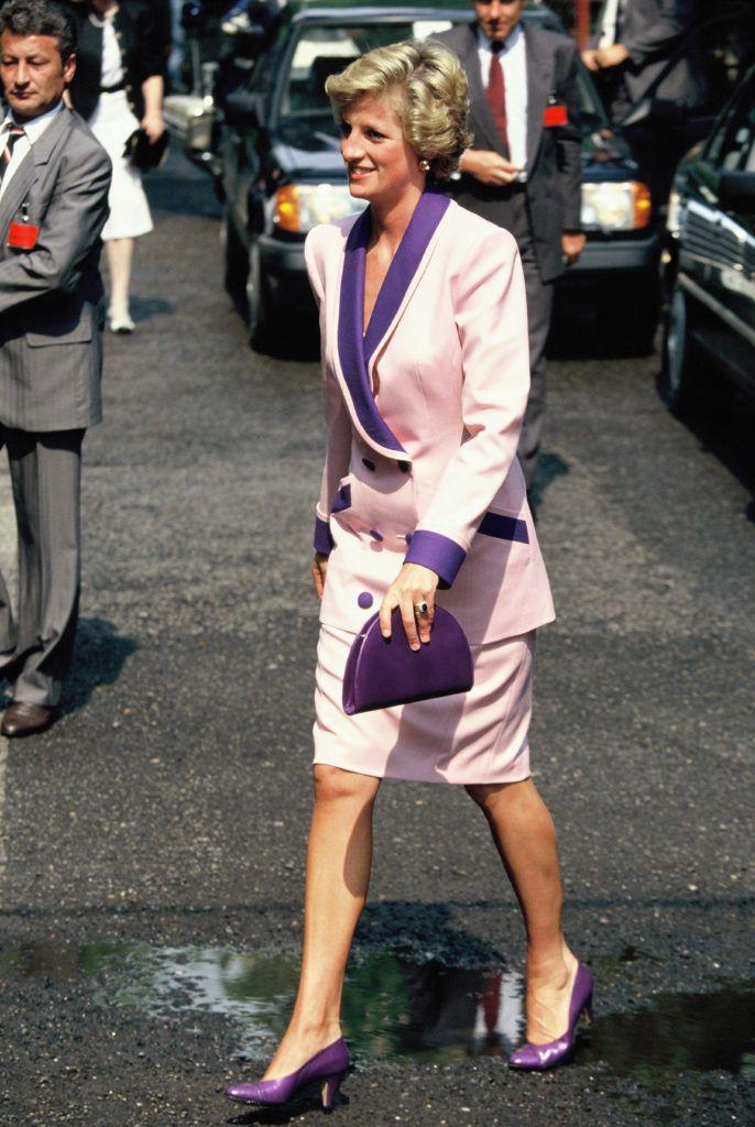 Diana hercegnő Budapest utcáin sétál