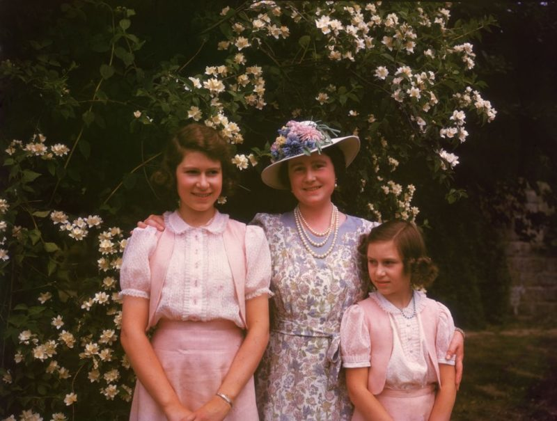 Erzsébet királyné lányaival, Erzsébettel és Margittal 1941-ben